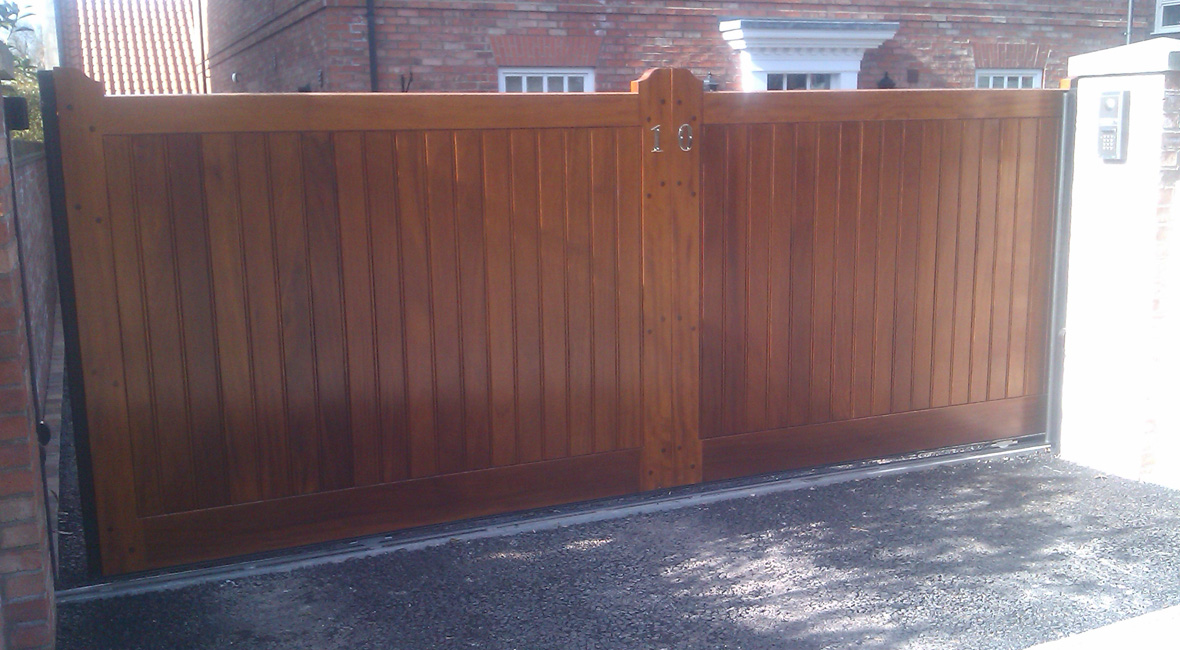 Wooden Sliding Gate 1